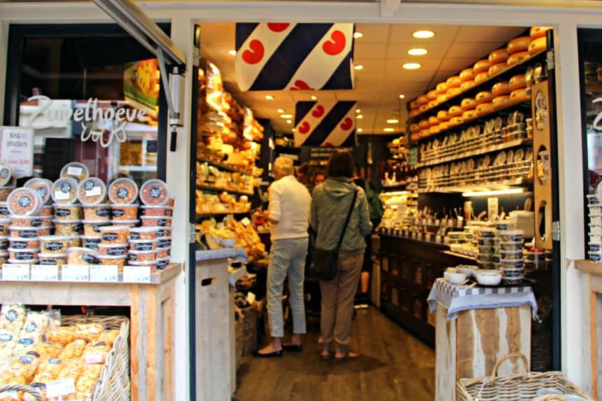 Winkelen in de Kleine Kerkstraat in Leeuwarden