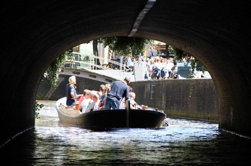 Weekendje weg in Friesland: varen met een praam door de grachten van Leeuwarden