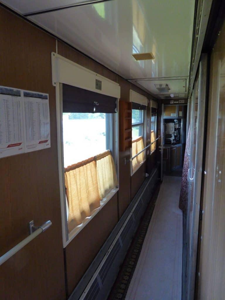 De hal van de treinwagons