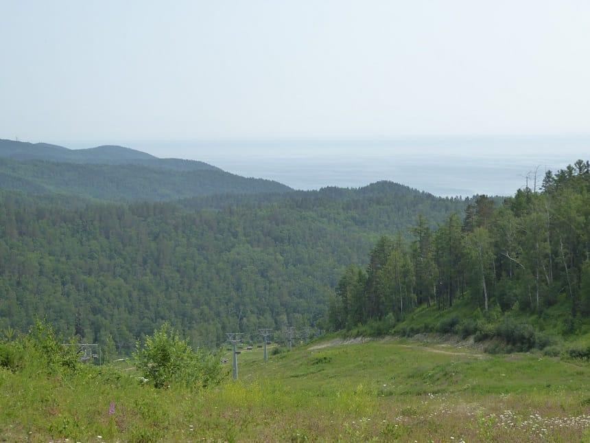 Kabelbaan naar het uitzichtpunt over het Baikalmeer