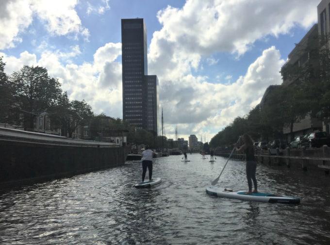 Stand up Paddling in de grachten van Leeuwarden