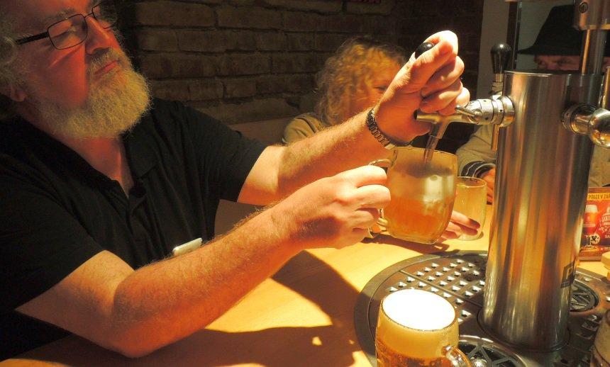 Bier is overal in Pilsen. Tafel met eigen tap? Geen probleem.