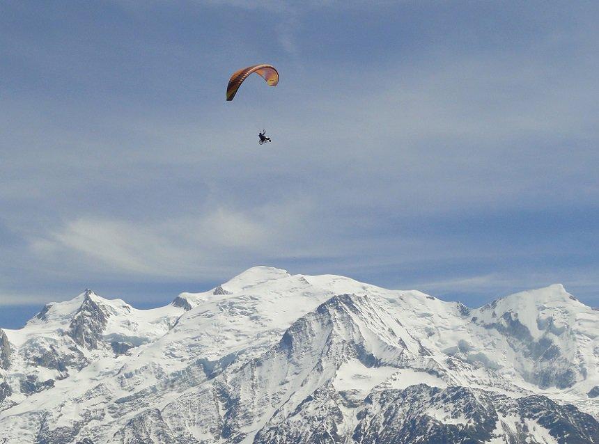 Paragliden over de Mont Blanc © Savoie Mont Blanc / Boutet
