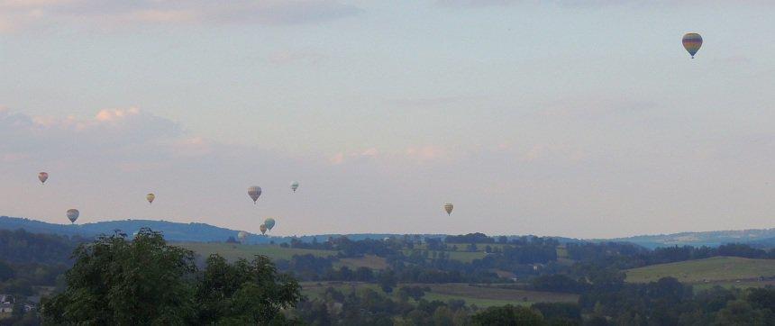 Een ballonvaart over het oude vulkanische landschap. Mooi!