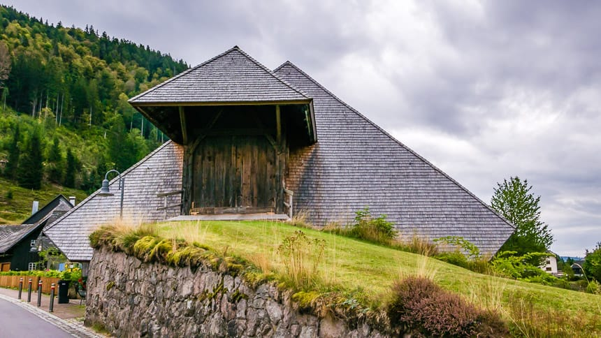 Hinterdorf boerderij in typische Zwarte Woud architectuur