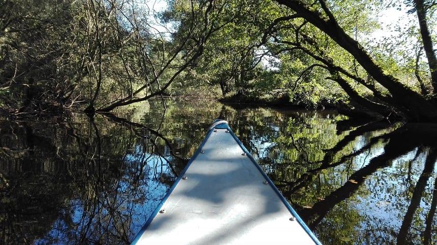 De spiegelende wateren zijn het absolute hoogtepunt van iedere kanotocht