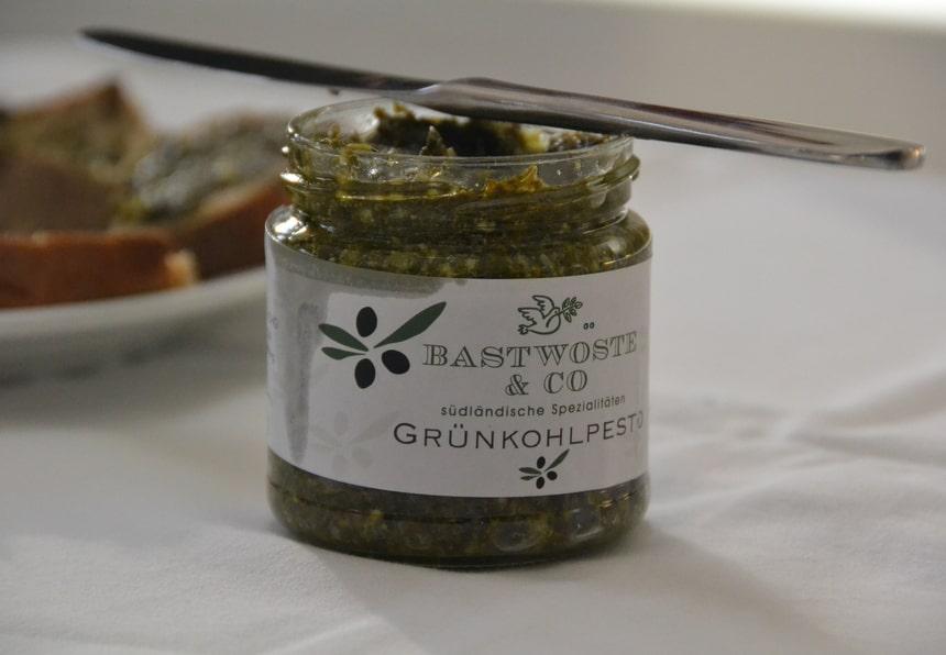 Deze pesto is maar één van de vele heerlijke dingen die je kan maken met boerenkool.