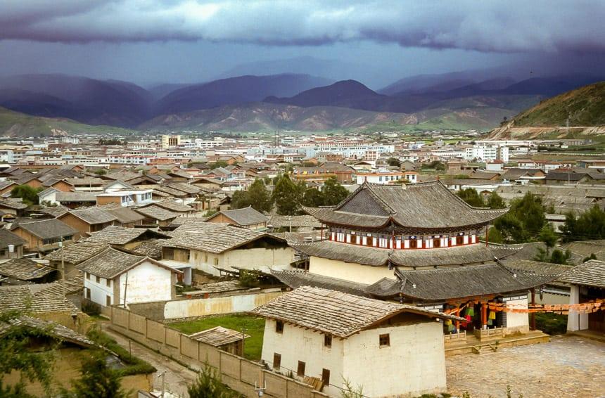 Gezicht over de oude stad van Zhongdian
