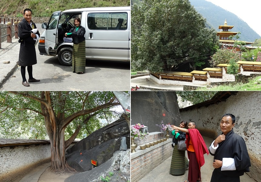Lhamo en de chauffeur maken zich op voor een rondgang. Links van de heilige grot, waar Padmasambhava (Guru Rinpoche) heeft gemediteerd, staat een reusachtige eeuwenoude Boeddha-boom (Ficus religiosa). De omloop rond de heilige grot staat, zoals gebruikelijk, vol met gebedsmolens