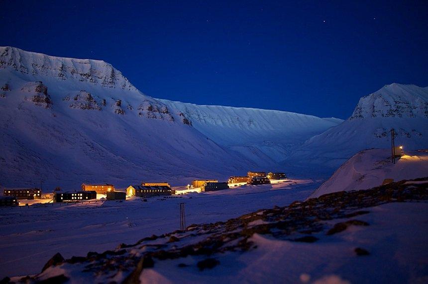 longyearbyen poolnacht