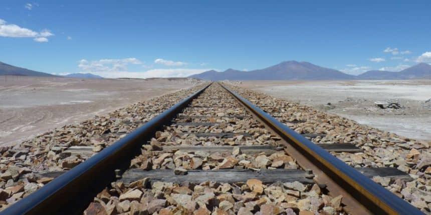 Ineens kwamen we deze spoorlijn tegen in het verder verlaten woestijnachtige gebied bij de grens met Chili