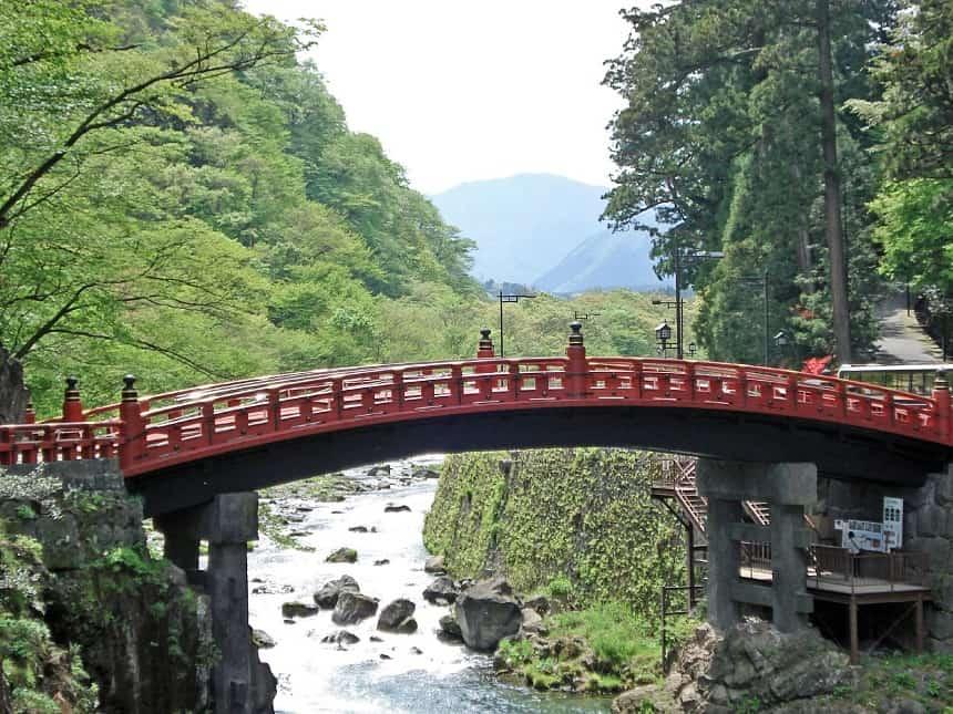 Brug naar Futarasan Jinja in Nikko