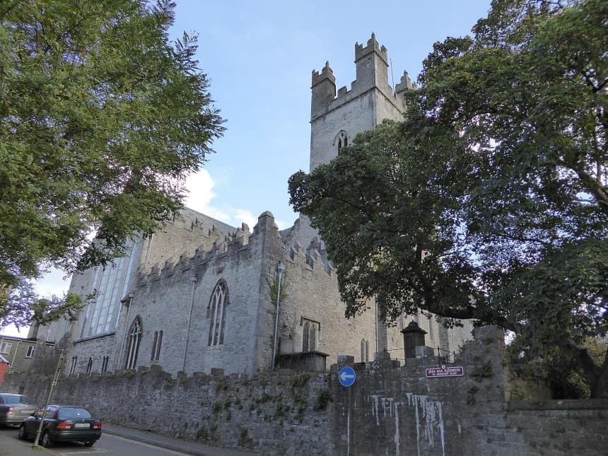 Vlakbij het kasteel tref je ook deze prachtige kathedraal