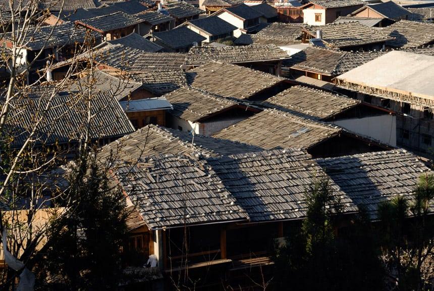 De daken van de nieuwe oude stad van Shangri-la