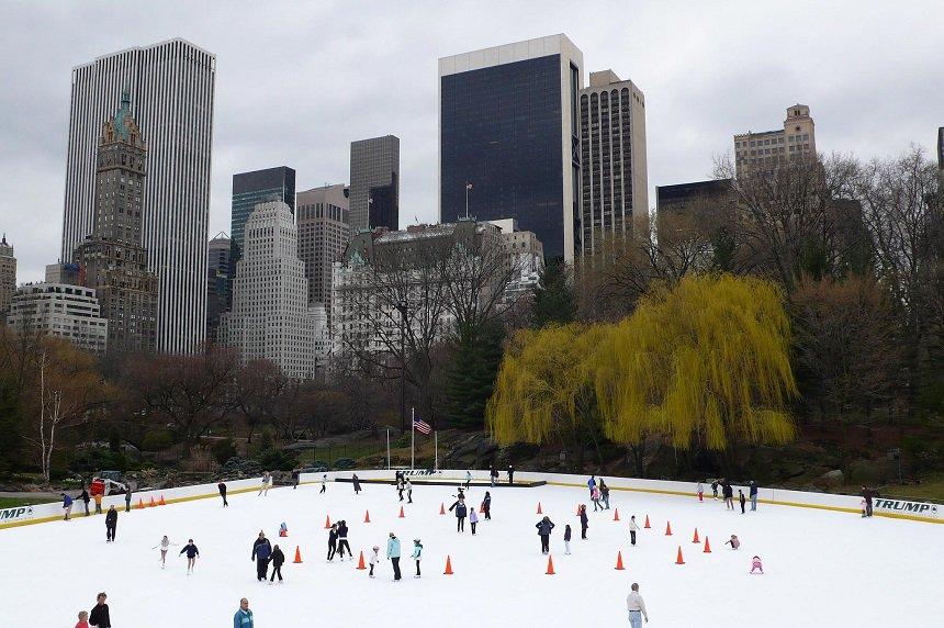 de beroemde schaatsbaan in Central Park