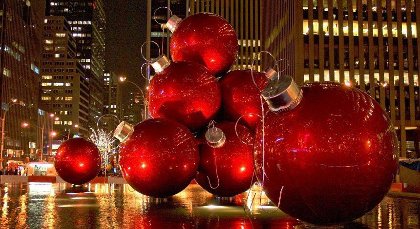 Fraaie kerstversieringen bepalen momenteel het straatbeeld in New York.
