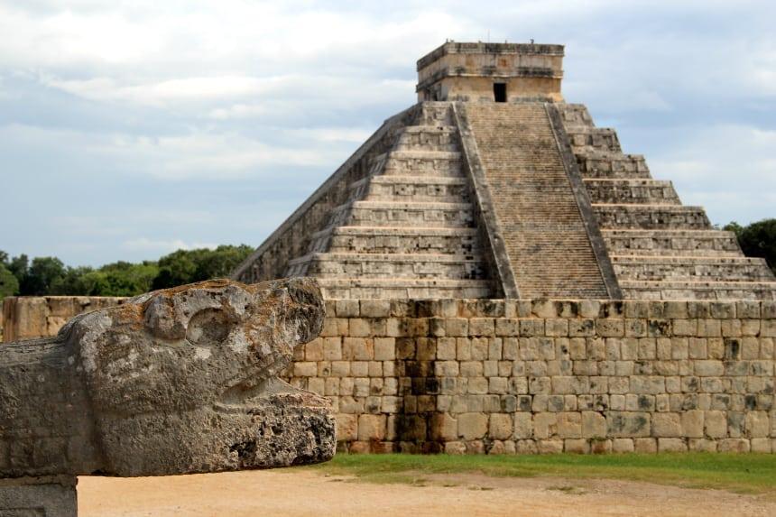 De Mayatempel Chichén Itzá in Mexico is één van de zeven nieuwe wereldwonderen