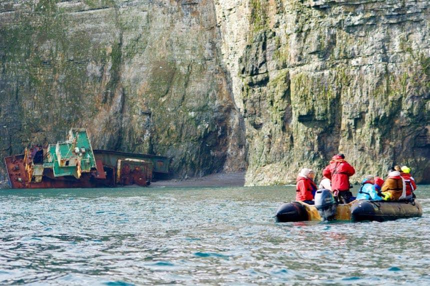 Een gestrand schip op Bereneiland