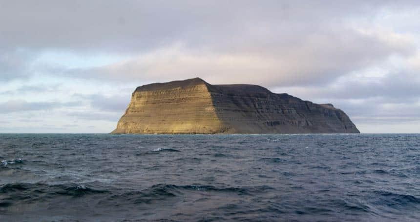 Het eiland Hopen bij Spitsbergen