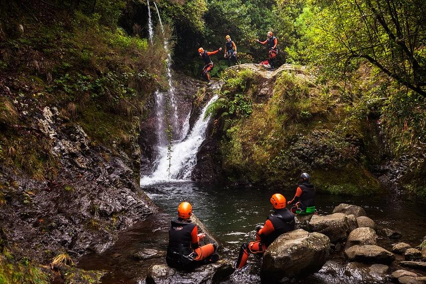 Canyoning, Madeira, Portugal, de sprong van Noortje Deutekom