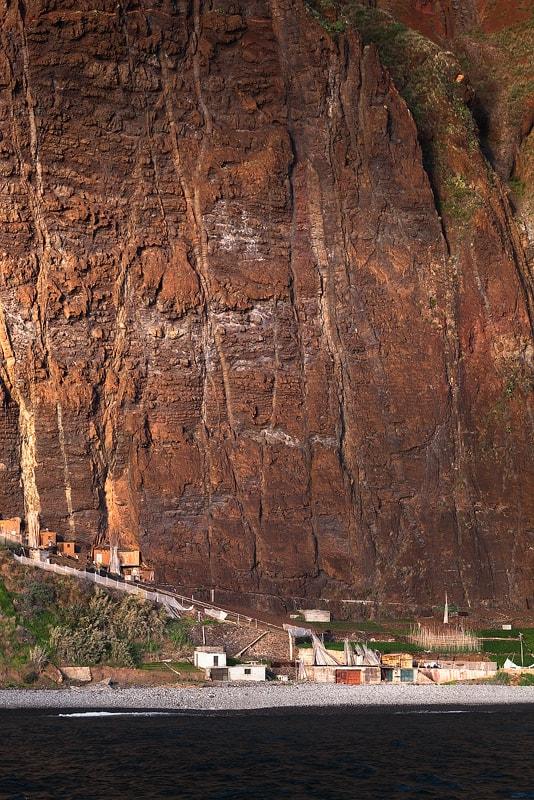 Onder de kliffen van Madeira, Portugal
