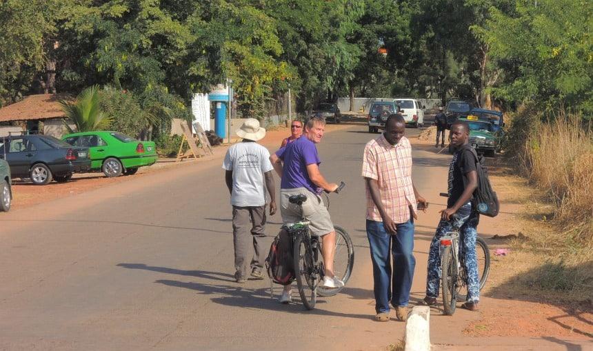 Fietsen in Gambia is verrassend leuk en veilig (behalve in donker).