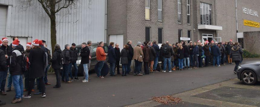 Een klein uur voordat de deuren opengingen stonden de eerste bierliefhebbers al in de rij.