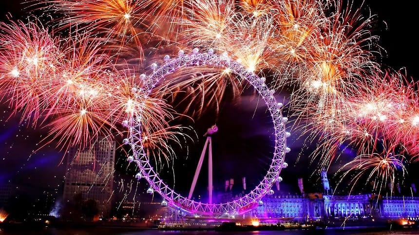 Oudjaarsnacht in Londen: het vuurwerk boven London Eye