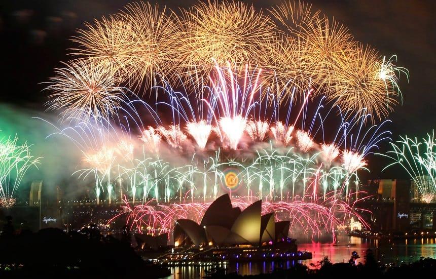 Meer dan een miljard mensen over heel de wereld zullen via Facebook en Twitter live het spectaculaire vuurwerk in Sydney aanschouwen.