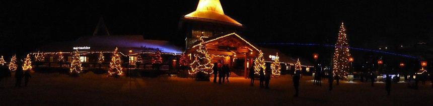 Santa Claus Village komt pas echt tot leven zodra het donker is.