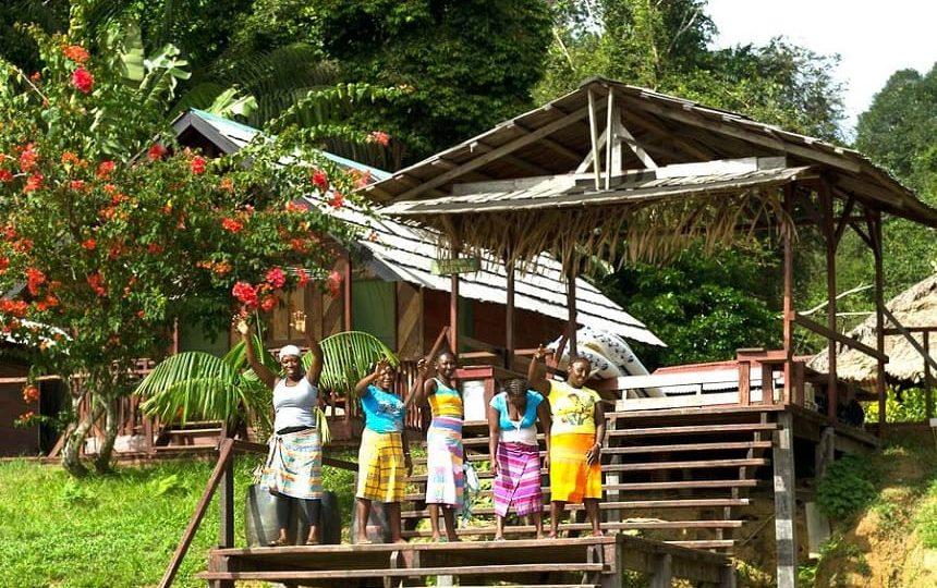Surinamers zijn goedlachs, gastvrij en altijd bereid om te helpen.