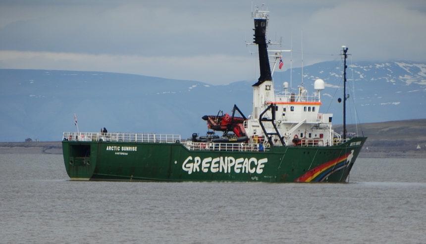 Een bekend schip voor anker in de haven