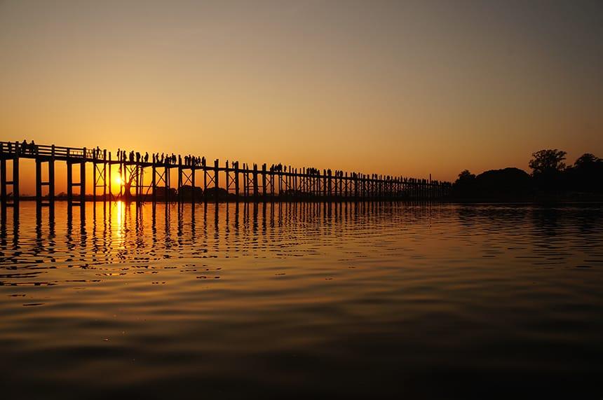 zonsondergang U Bein-brug