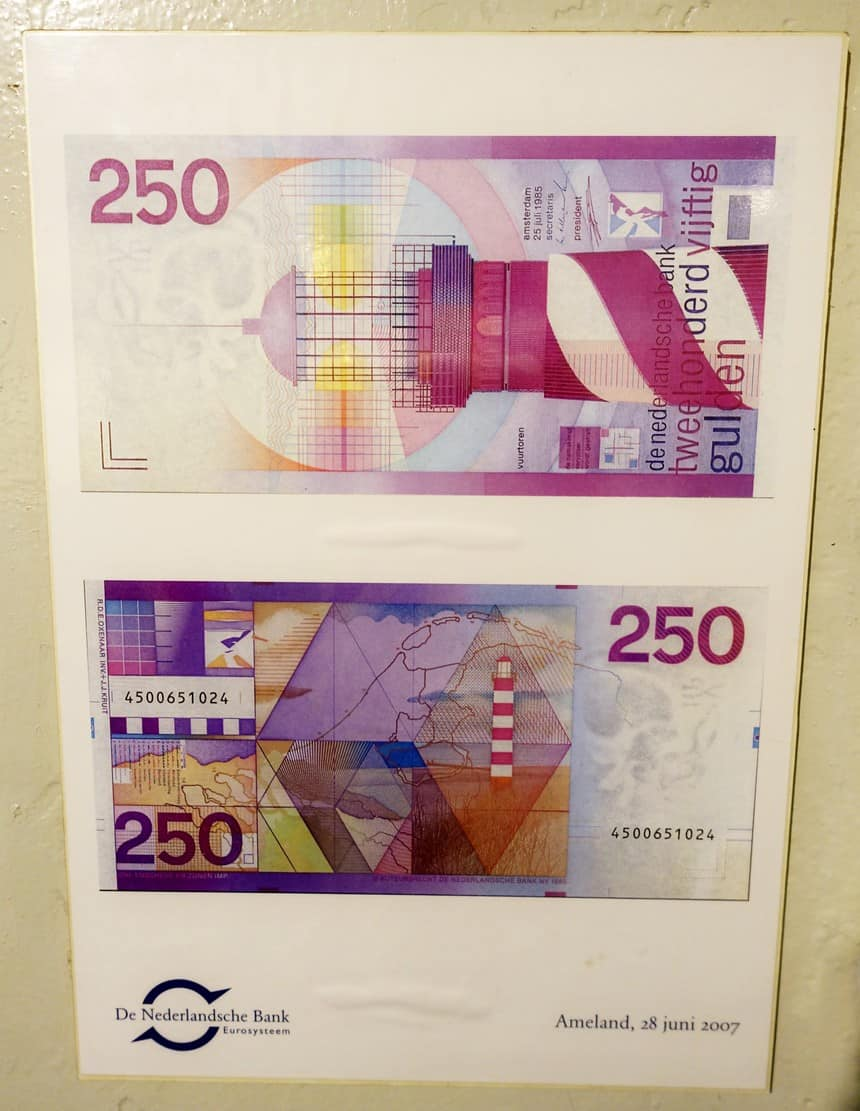 Op het briefje van 250 gulden staat de vuurtoren van Ameland. De gulden en dus ook dit mooie bankbiljet werd in 2002 afgeschaft en ingeruild voor de euro.