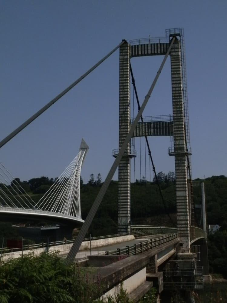 De oude en de nieuwe Pont de Ténérez over de Aulne