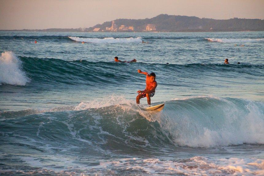 Surfer zonsondergang