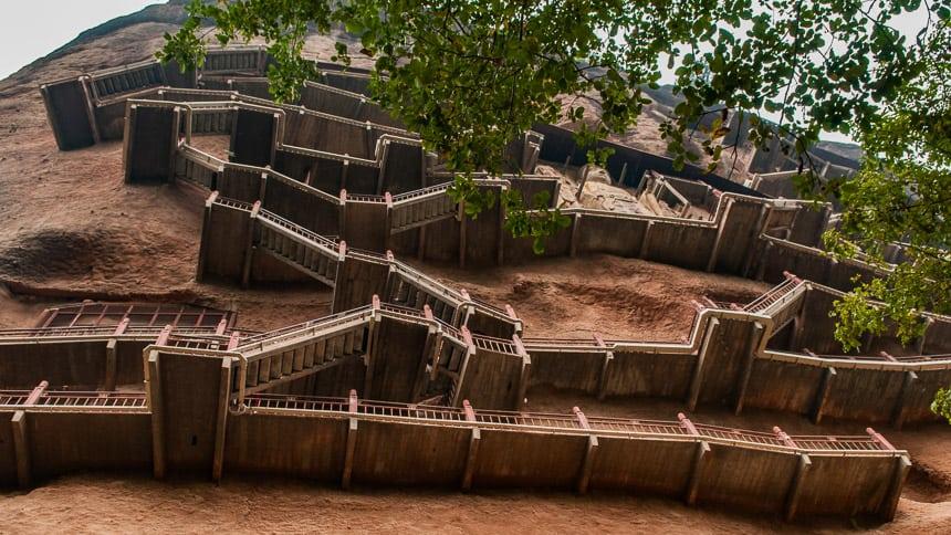 De trappen van de MajiShan Grotten