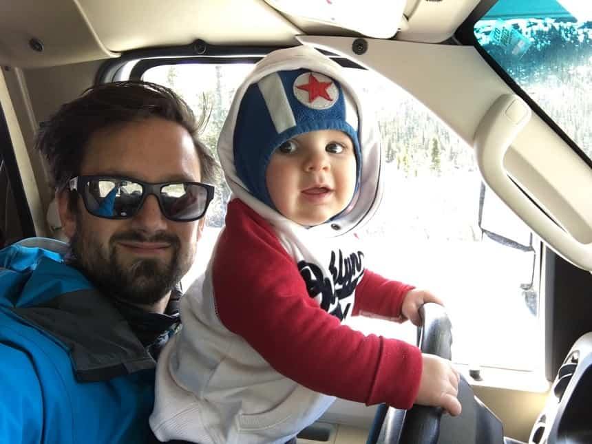 Martijn Peeters met zijn zoontje op reis