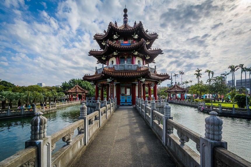 In de Top 5 redenen Taiwan onder andere de prachtige Pagoda in het Peace Park in Taipei.