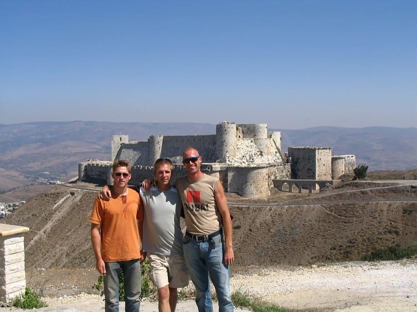 Team 13 bij het kruisridderskasteel Krak de Chevaliers (Noord Syrië)