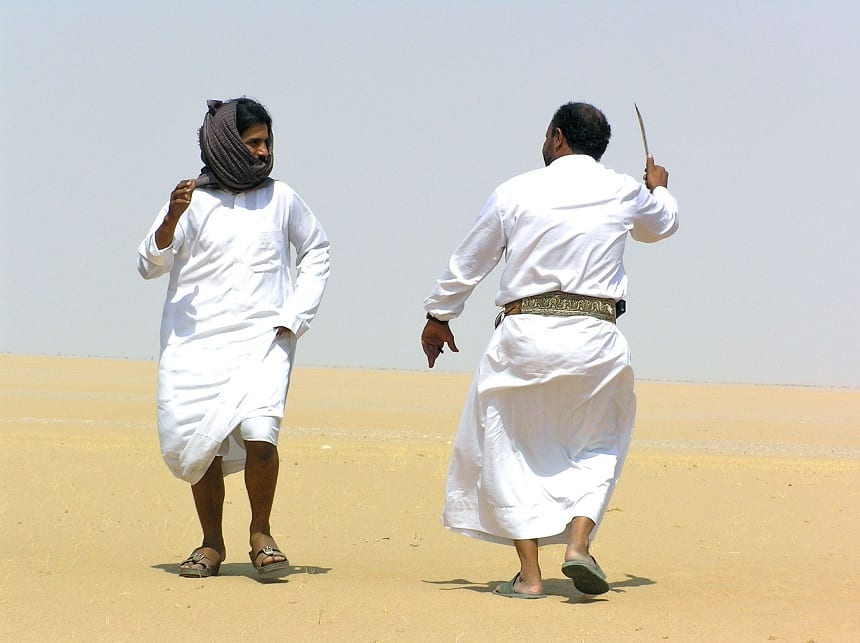 Traditionele kromzwaard-dans in de woestijn (Jemen)