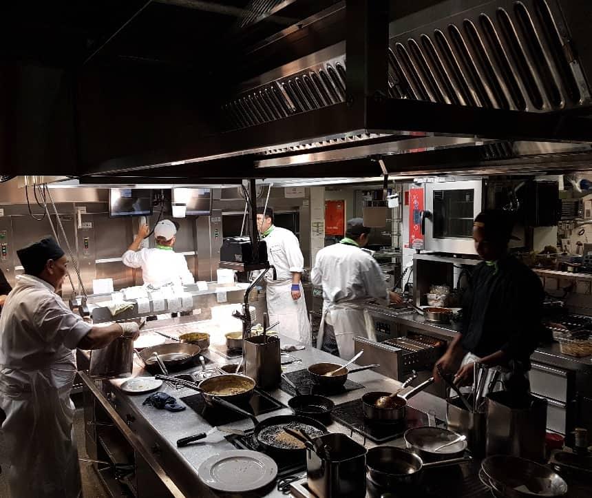 Kijkje in de keuken bij restaurant Hiltl.