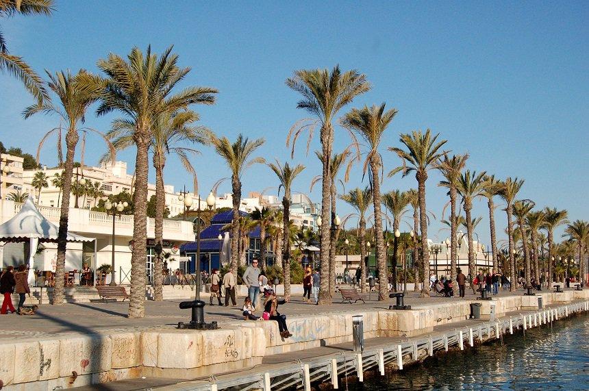 cartagena boulevard: winterzon aan de Middellandse Zee