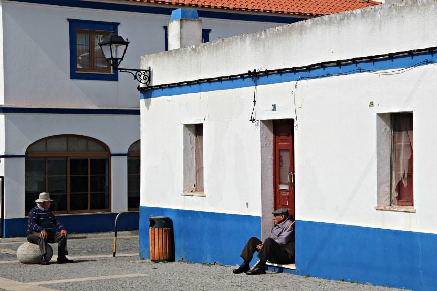 Straatleven in Porto Covo