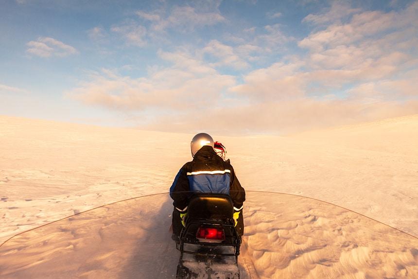 Sneeuwscootertocht op de Ailigas, Karigasniemi, Finland