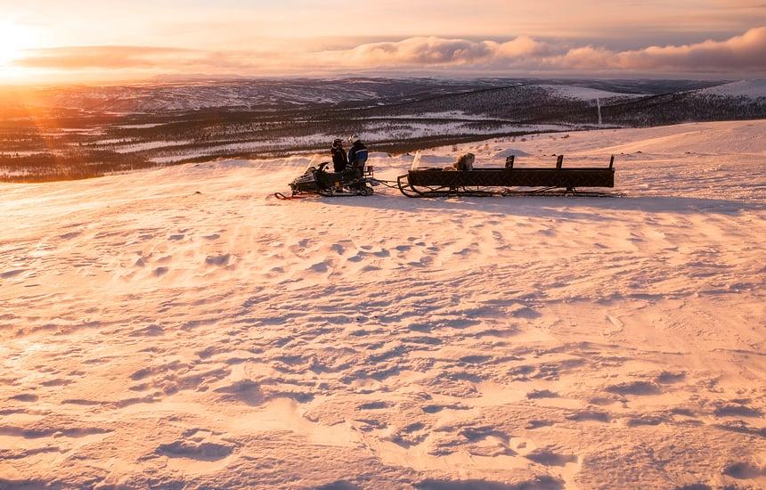 Sneeuwscooter tocht Ailigas, Karigasniemi, Finland