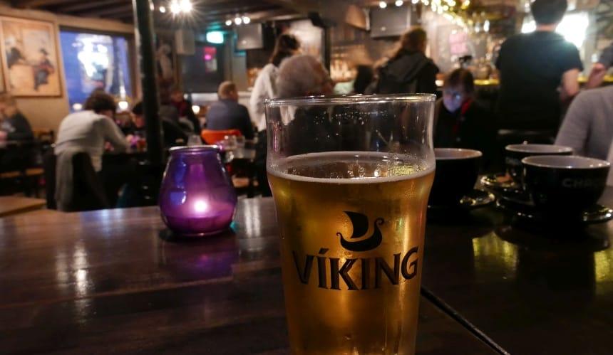 Na het eten van haai in ammoniak voel ik me een echte Viking!
