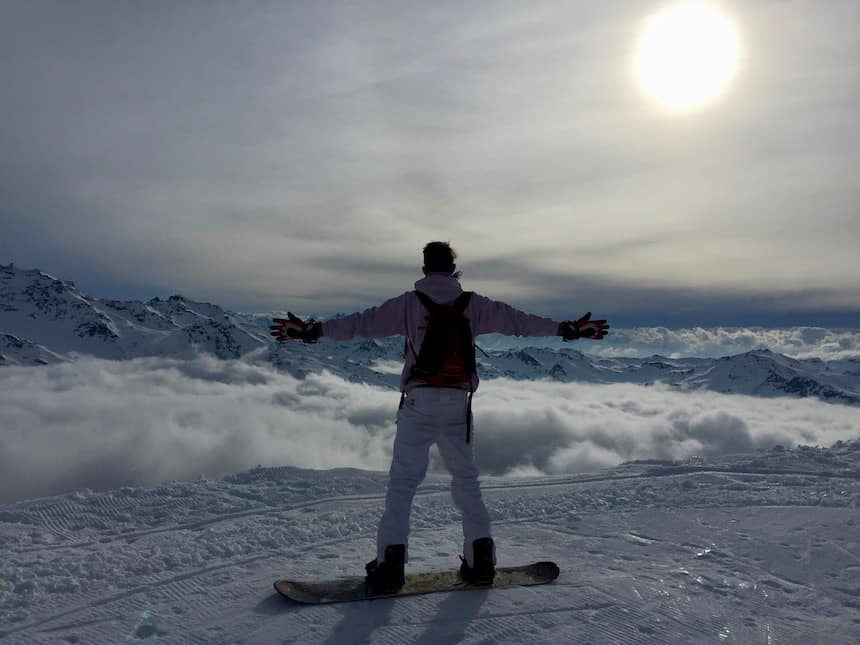skiën boven de wolken