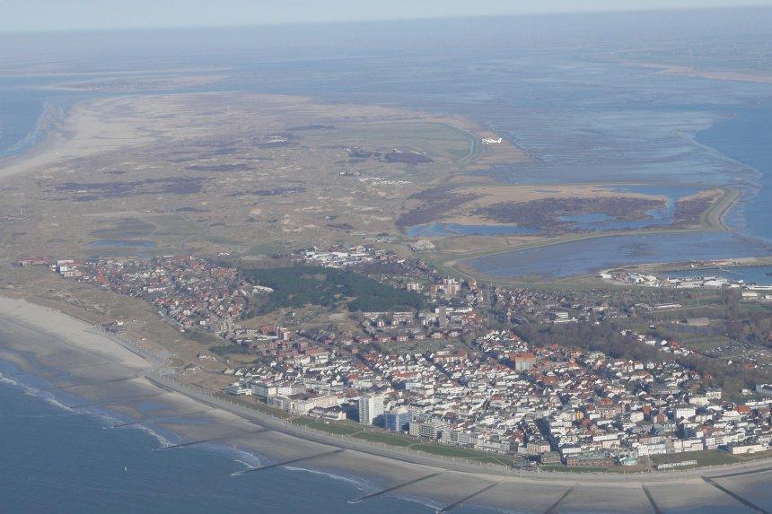Zelf vliegen boven het Duitse Waddeneiland Norderney.