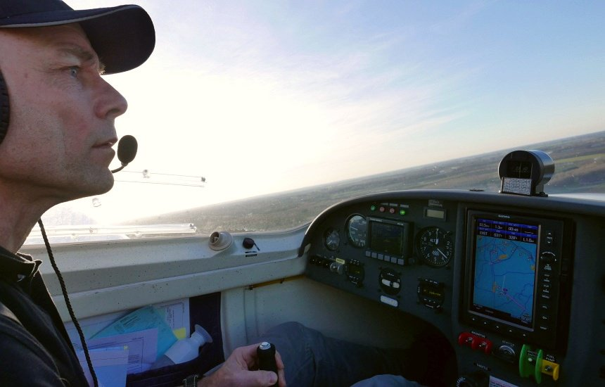 Zelf vliegen is leuk, maar de landing laat ik graag aan Dick over. Dat vraagt veel concentratie.